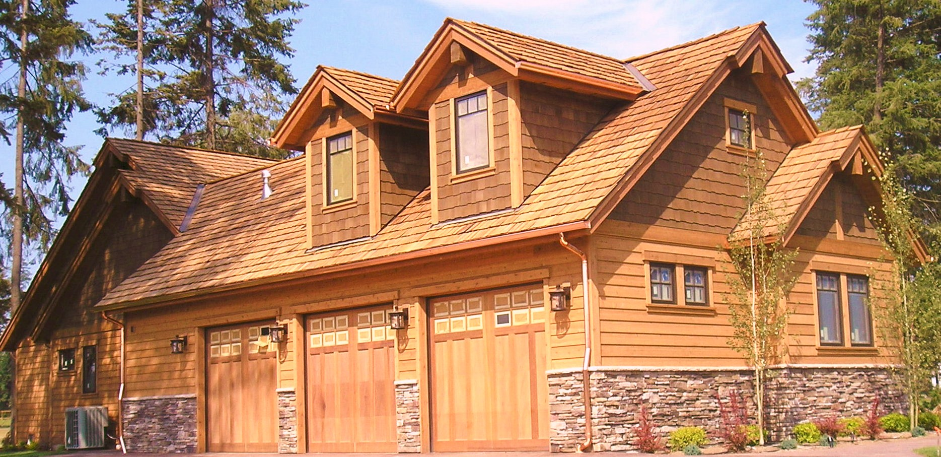 Virginia roofing siding company cedar siding for Stone and cedar homes